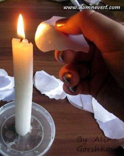 опаливание лепестков над свечой