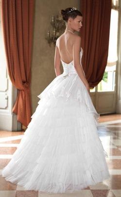 свадебное платье с полуобнаженной спиной