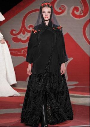 Ulyana Sergeenko черное свадебное платье