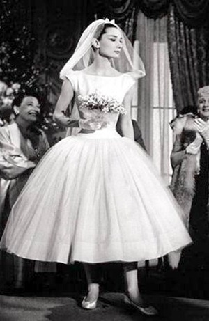 Он подскажет вам какие цветы лучше подойдут к стилю вашего наряда. Поэтому на встречу с флористом не забудьте взять фотографию свадебного платья