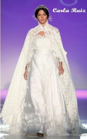 Цвет свадебной накидки 2013 года должен совпадать с цветом свадебного платья. Однако в некоторых коллекциях можно увидеть накидки, цвет которых сочетается с
