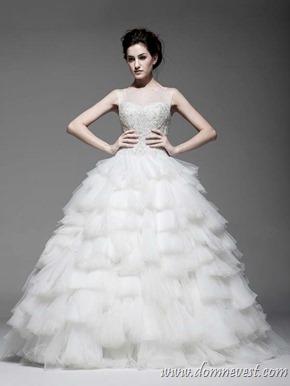 свадебное платье со стразами на корсете