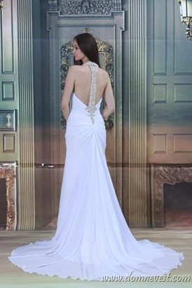 свадебное платье со стразами на спинке