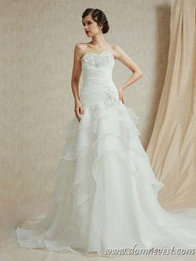 свадебное платье со стразами на лифе