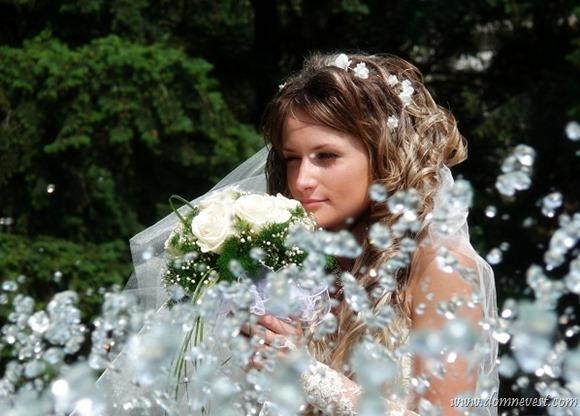 невеста у фонтана