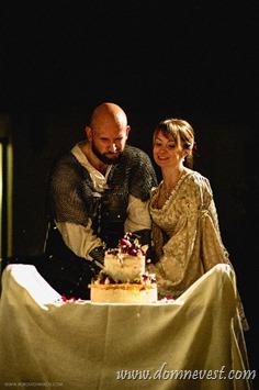 свадебный торт на свадьбе в средневековом стиле