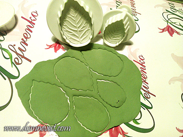 листья из полимерной глины