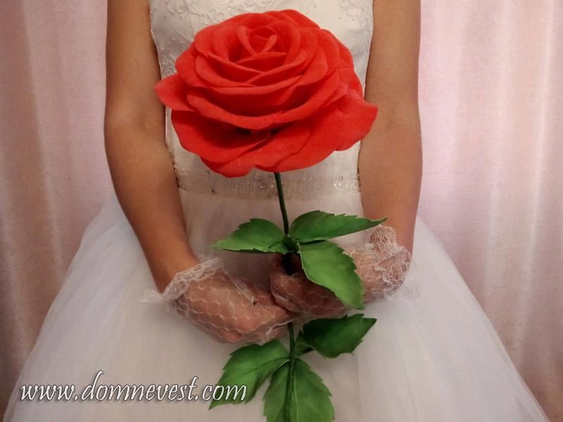большая роза для свадебной фотосессии