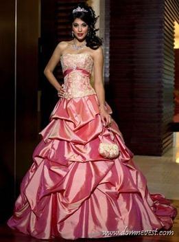 яркое розовое свадебное платье