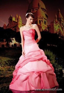 ярко-розовое свадебное платье