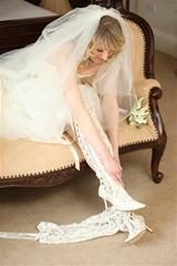 невеста в кружевных сапожках