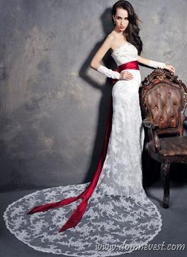 прямые свадебные платья со шлейфами