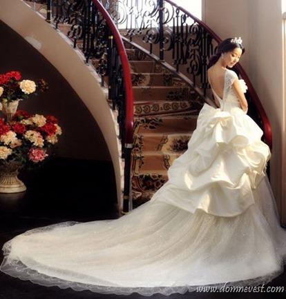 свадебное платье с многослойным шлейфом