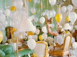 шарики в комнате