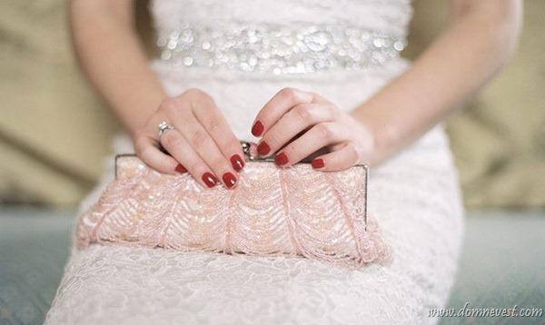 3 вещи, которых  не должно быть в сумочке невесты