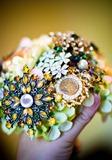 цветы из брошей