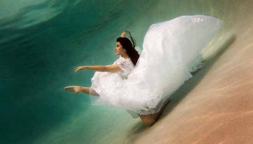 фотосессия в свадебном платье под водой