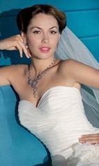 невеста с накладными ресницами
