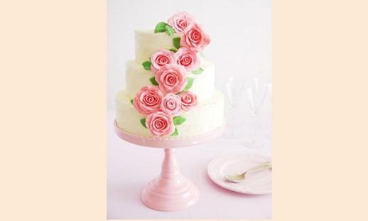 Украшение свадебного торта цветами из