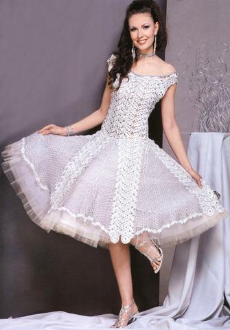 вязаное пышное свадебное платье Если вы хотите выглядеть на собственной свадьбе как принцесса, то обратите внимание на эту модель, связанную ленточным