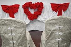 украшение стола и стульев на свадьбу