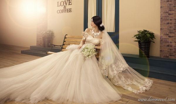 Поэтому для многих невест возможность покупки китайского свадебного платья стала настоящим спасением, ведь они могут приобрести шикарные наряды