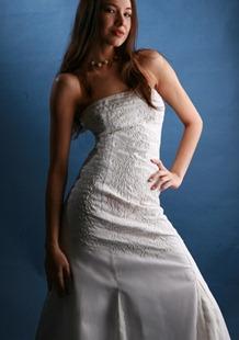 модель Yowyling dress в белом цвете