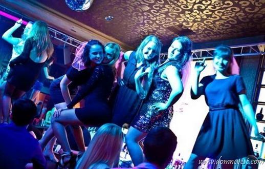 веселый девичник в ночном клубе