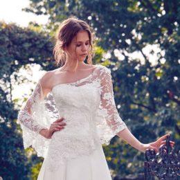 Как украсить свадебное платье?