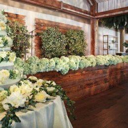 Как сэкономить на украшении свадьбы цветами?