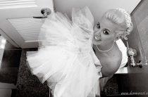 Как ходить в туалет в свадебном платье?