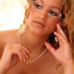 Свадебный макияж для невесты в очках