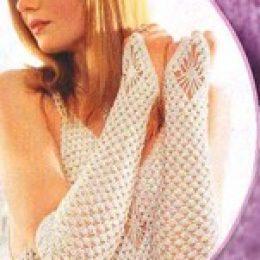 Вязаное платье, перчатки и шапочка