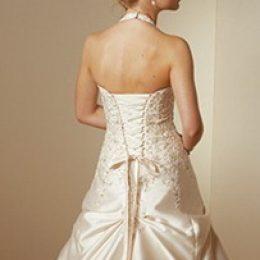Как затянуть корсет на свадебном платье?
