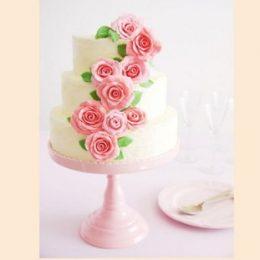 Украшение свадебного торта цветами из мастики