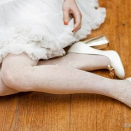 Как сделать блестящие свадебные колготки или чулки?