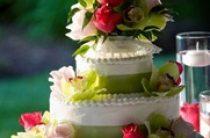 Свадебный торт с корицей и фисташками
