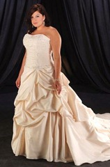 золотистое свадебное платье для полных