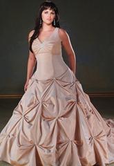 свадебное платье бежевого цвета