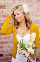 невеста в желтой кофте