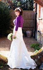 невеста в фиолетовой кофте