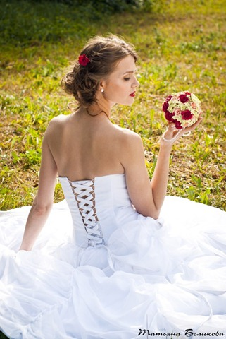 Невеста с букетом из полимерной глины
