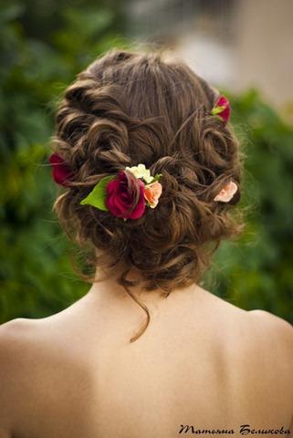 Цветы из полимерной глины в прическе невесты